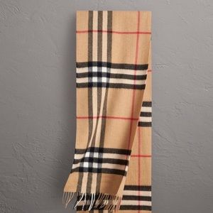 Burberry classic checkered scarf